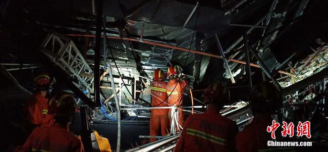 广西百色市一酒吧发生屋顶坍塌事故 致多人死伤