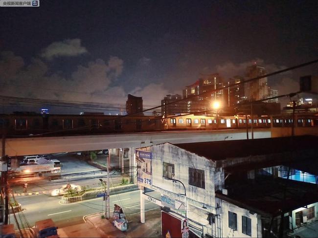 菲律宾首都马尼拉两辆轻轨列车相撞 至少29人受伤