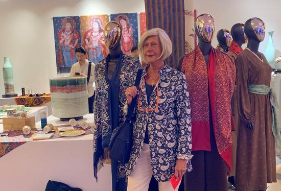 新疆500余件(套)文创产品和旅游产品在上海展出
