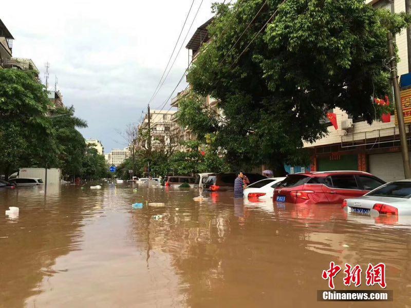 广西东兴遭遇特大暴雨一夜成海