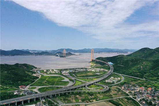 图为舟山跨海大桥。  姚峰 摄