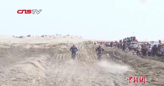 """新疆""""体育+旅游""""受游客青睐 被赞赛车手天堂"""