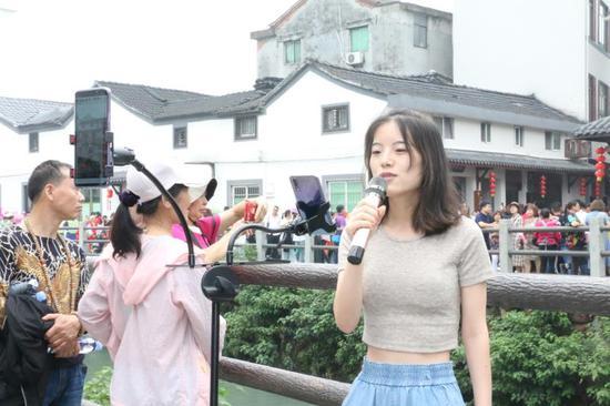 网络大咖现场直播   婺城宣传部提供