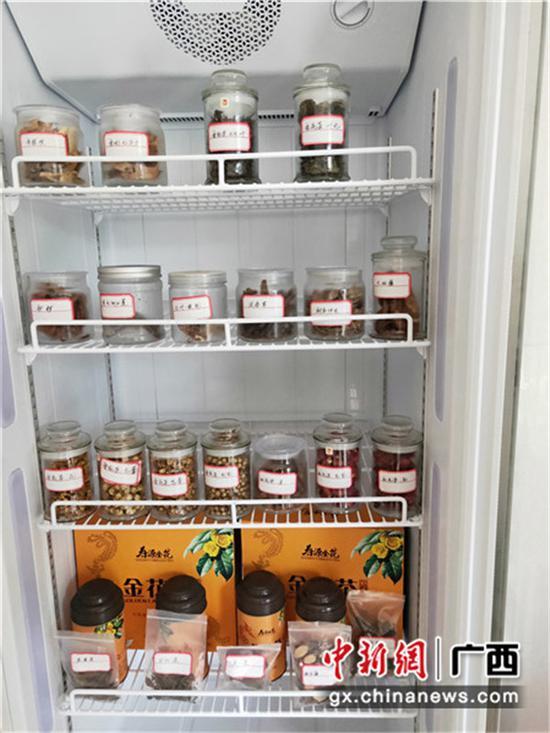 圖為勝耀金花茶開發專業合作社生產的金花茶制品。
