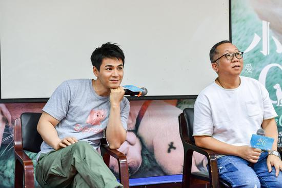 图为:导演罗永昌、主演罗仲谦。 李晨韵 摄