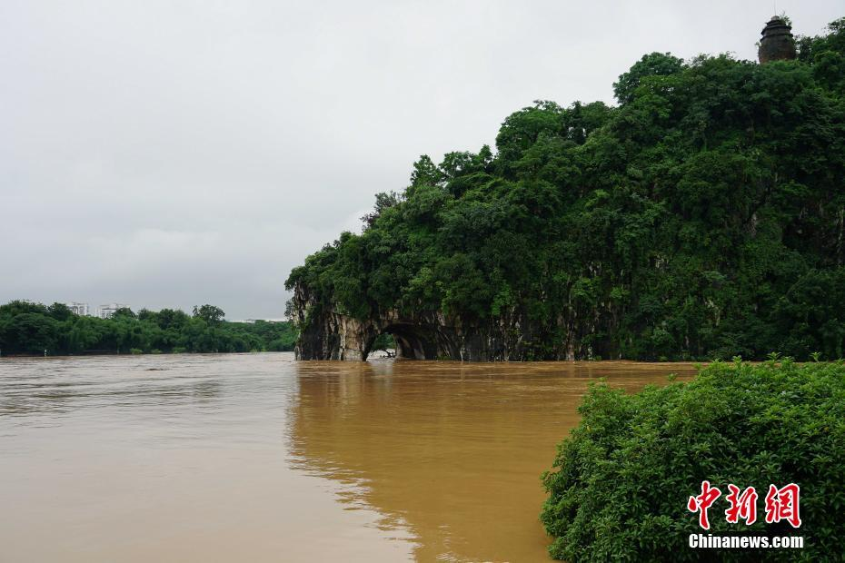桂林遭遇持續強降雨 漓江旅游船舶今年首次停航