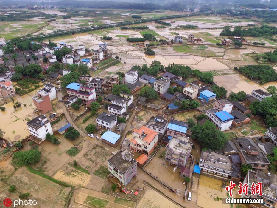 广西桂林洪水后的全州镇满目疮痍