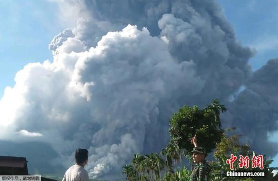 印尼官员警告:锡纳朋火山可能将再次喷发