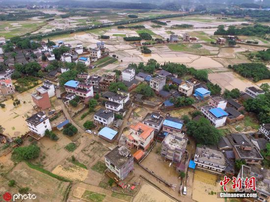 广西桂林洪水后的全州镇满?#30475;?#30157;