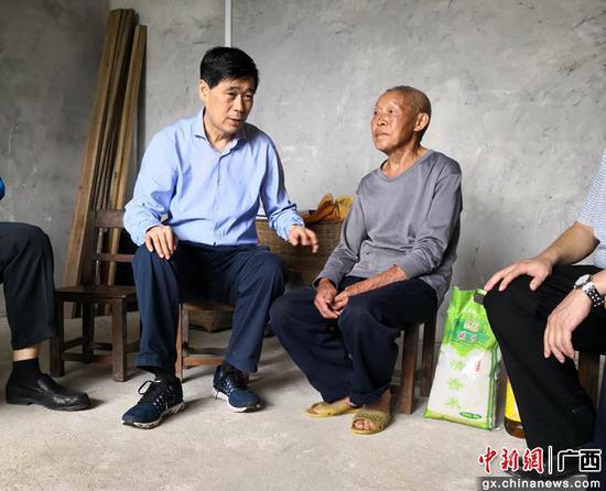 广西政协副主席钱学明考察土瑶地区脱贫攻坚产业发展