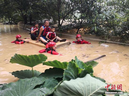 遭暴雨袭击 广西沿海多地严重内涝