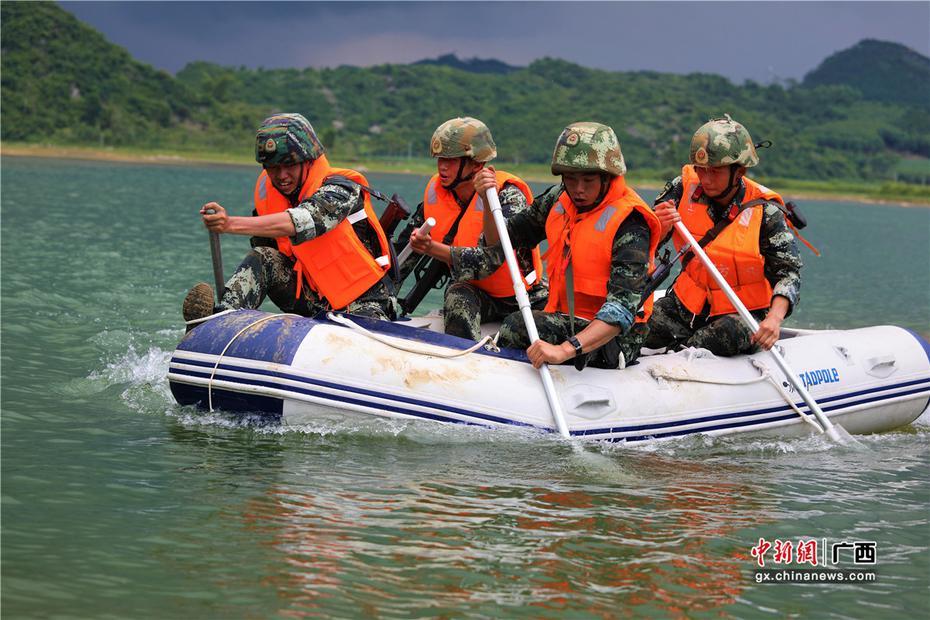 开元棋牌网址来宾:武警特战队员野外驻训 锤炼反恐作战能力