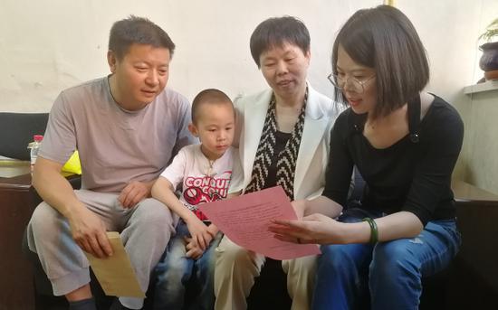 """家属收到""""一封信""""后欣喜万分。"""