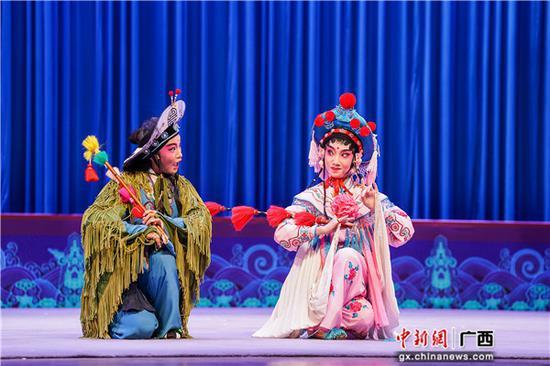 图为粤剧《小放牛》中的一幕