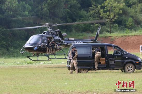 广西警方反恐演习出动直升机 强化空地联合作战力