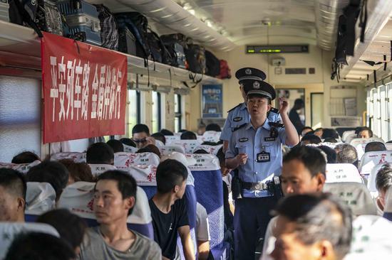 烏魯木齊鐵路公安局警力投一線保暑運