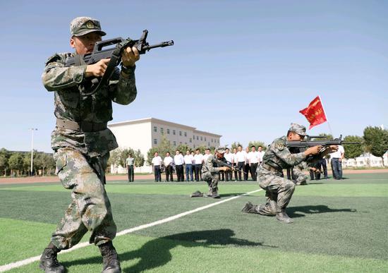 """新疆军区某训练基地开展庆""""七•一""""活动"""