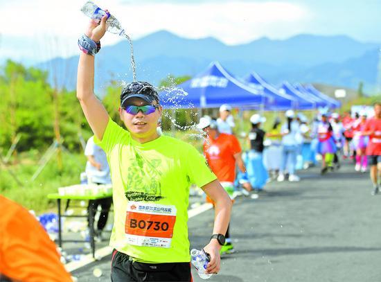 5000多名选手参加首届新疆天山马拉松