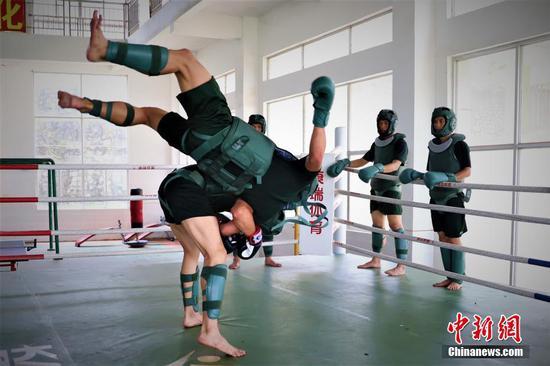 广西南宁武警官兵搏击训练尽显血性胆气