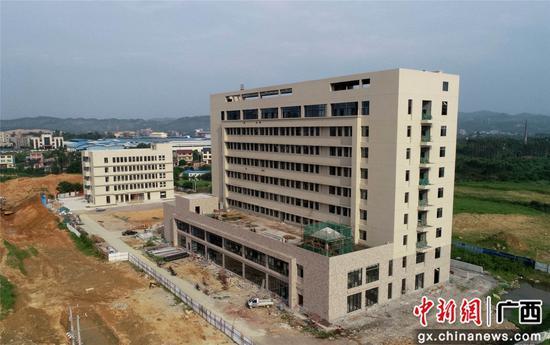 7月3日,航拍的广西柳州市融安县妇幼保健院整体搬迁工程施工现场。覃庆和  摄