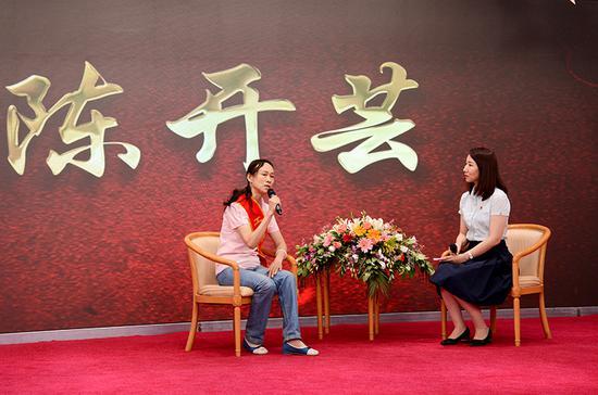 电影《良心》中白云的原型陈开芸讲述资助小红莲的故事。