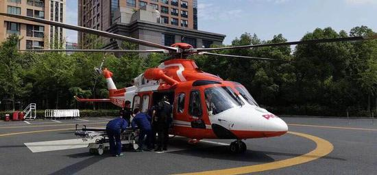 直升机抵达浙大二院。浙大二院供图
