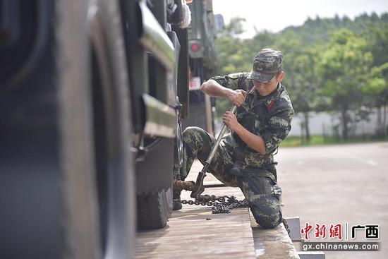 武警广西总队训练基地开展铁路装载训练