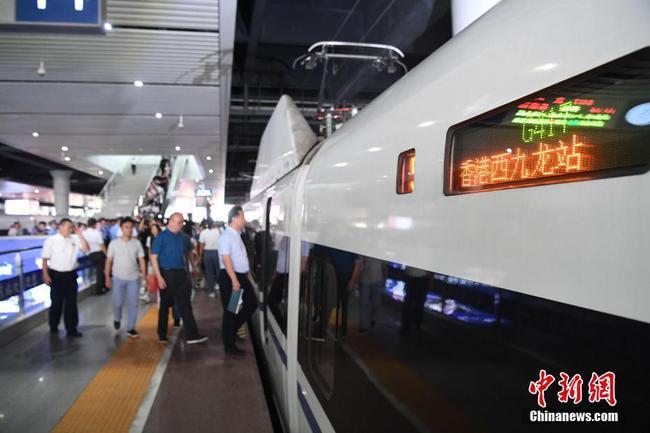 广西南宁首开至香港直通动车