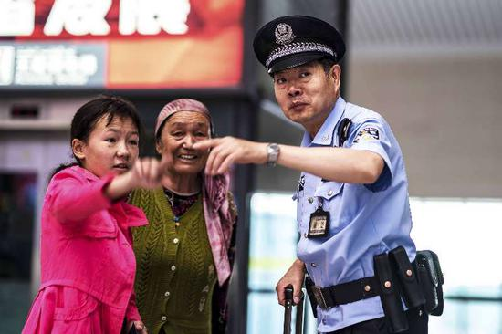 新疆铁警全力确保铁路列车调图安全