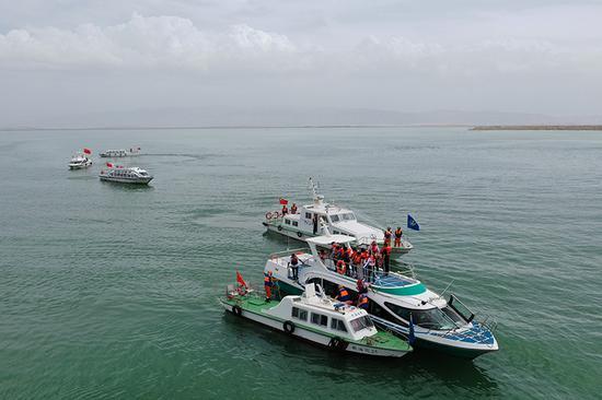 2019年7月10日,航拍新疆巴音郭楞蒙古自治州博湖县在博斯腾湖开展水上安全应急救援演练。