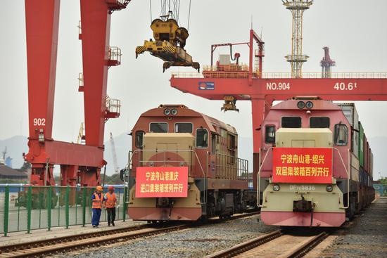 图为活动现场。  宁波舟山港提供