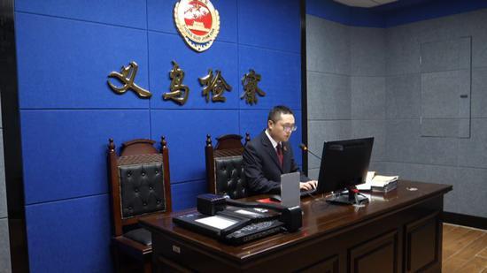 经义乌市检察院提起公诉,两人均被判处拘役  奚金燕 摄