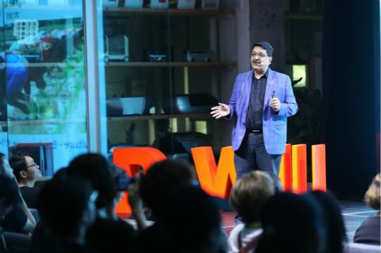 图为D·Will讲堂上,世界设计组织印度区域顾问帕瑞纳·维亚斯正在演讲。主办方供图