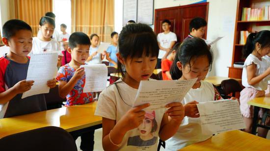 洋留守兒童誦讀紅色經典  青田提供
