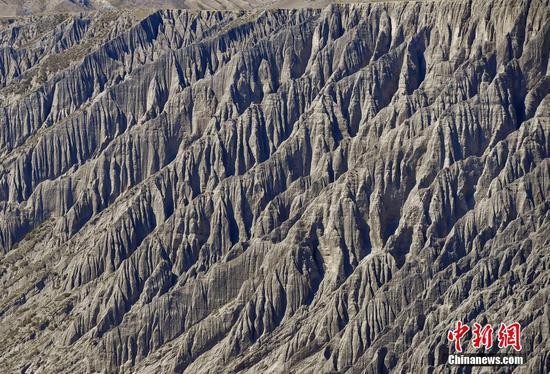 新疆独山子大峡谷 鬼斧神工的流水侵蚀奇观