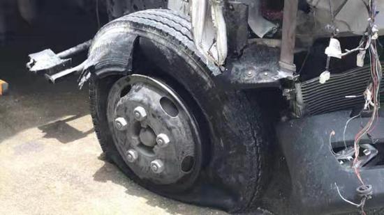图为:事故现场 齐武阳 摄
