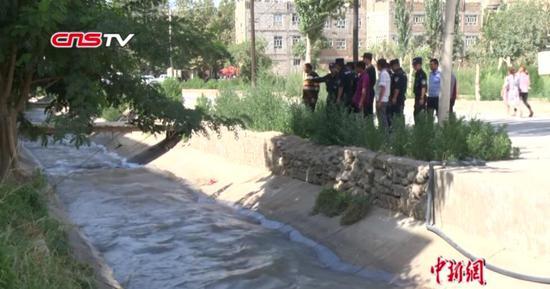 新疆27歲輔警為救落水群眾不幸犧牲 現場民眾回顧救人場景