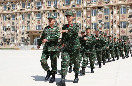 """越南隊員抵達""""國際軍事比賽--2019""""庫爾勒賽區"""