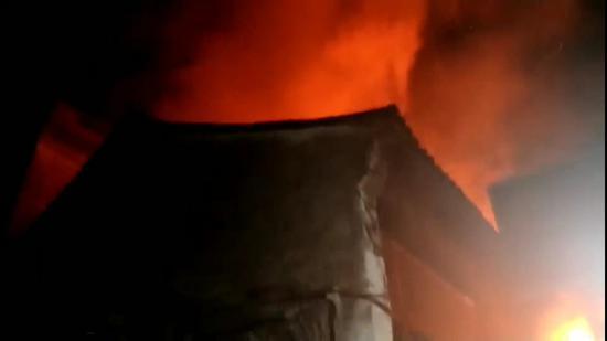 图为:火灾现场。  视频截图