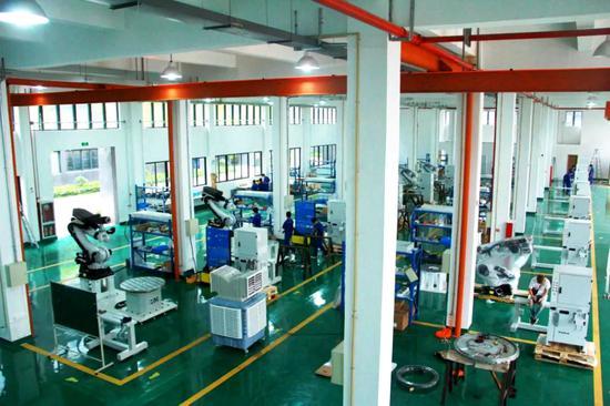 图为浙江洛威尼智能雕刻设备有限公司生产车间。  丽水经开区供图
