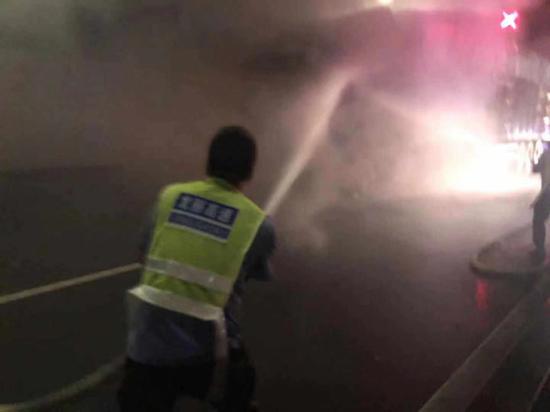 图为灭火现场。浙江省交通集团金丽温公司供图