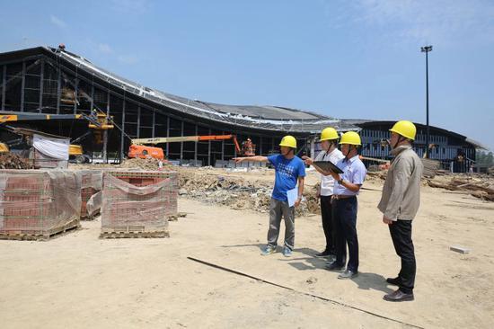 炎炎夏日中的工地現場。  桐鄉市委組織部供圖