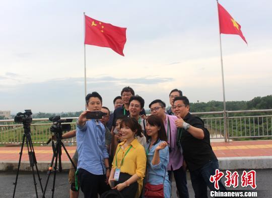 """""""海峡两岸记者广西行""""深入广西 两岸记者联合采访"""