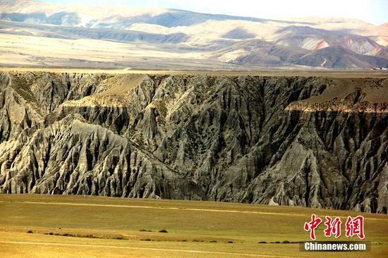新疆獨庫公路迷人的自然風光 感受丹霞深谷地貌