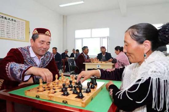 新疆巴里坤县第二届哈萨克多依布棋开赛