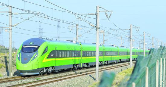 """新疆铁路首列""""复兴号""""列车将投运"""