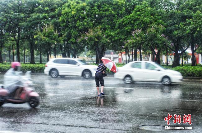 """臺風""""韋帕""""在廣西北海近海過夜 降雨持續"""