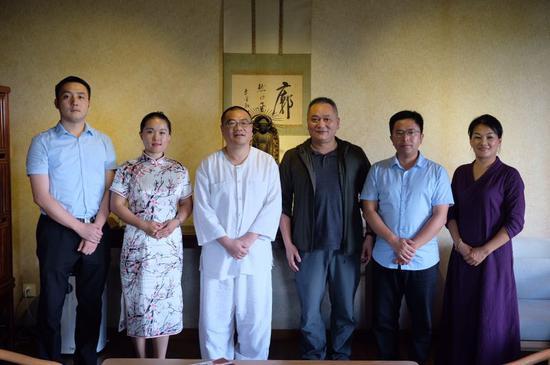 交流团一行到访杭州永福寺,双方进行座谈交流。 郑训焓 摄