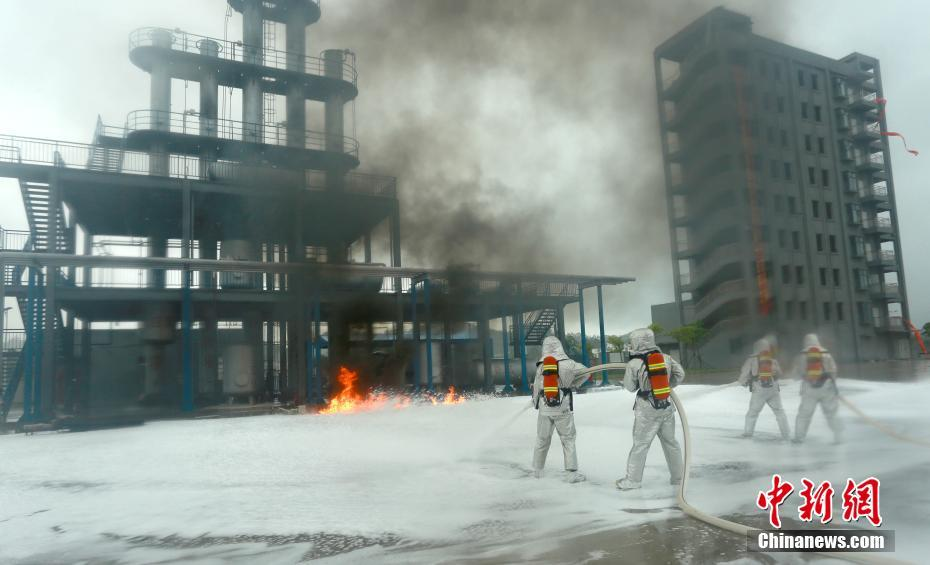 广西消防救援总队举行危险化学品事故处置演示