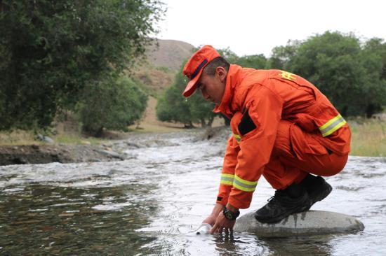 新疆森林消防總隊新訓大隊野營拉練正式拉開帷幕
